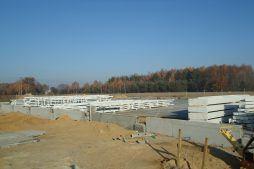 elementy konstrukcji stalowej - hala produkcyjno-magazynowa z budynkiem biurowym, dla Polamp, Bieniewiec, woj. mazowieckie