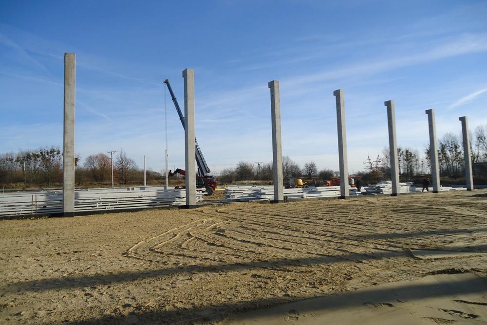 wznoszenie konstrukcji budynku - hala produkcyjna z częścią biurową, dla Arsanit, Konin, woj. wielkopolskie