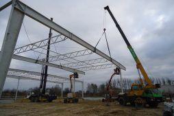 wznoszenie konstrukcji stalowej dachu - hala produkcyjna z częścią biurową, dla Arsanit, Konin