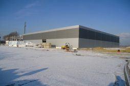 widok ogólny na inwestycje - hala produkcyjna z częścią biurową, dla Arsanit, Konin, woj. wielkopolskie