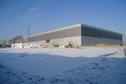 widok ogólny na inwestycje 2 - hala produkcyjna z częścią biurową, dla Arsanit, Konin, woj. wielkopolskie