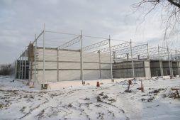widok ogólny na konstrukcje obiektu - hala produkcyjna z częścią biurową, dla Arsanit, Konin