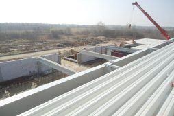 montaż zadaszenia - hala produkcyjna z budynkiem biurowym, dla Uniservice, Skarbimierz, woj. Opolskie