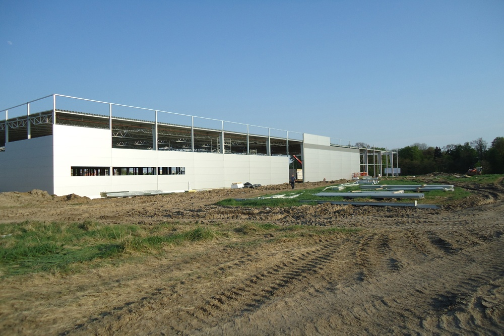 montaż paneli elewacyjnych 1 - sortownia owoców z częścią biurową, dla Europejskie Centrum Owocowe, Rębowola