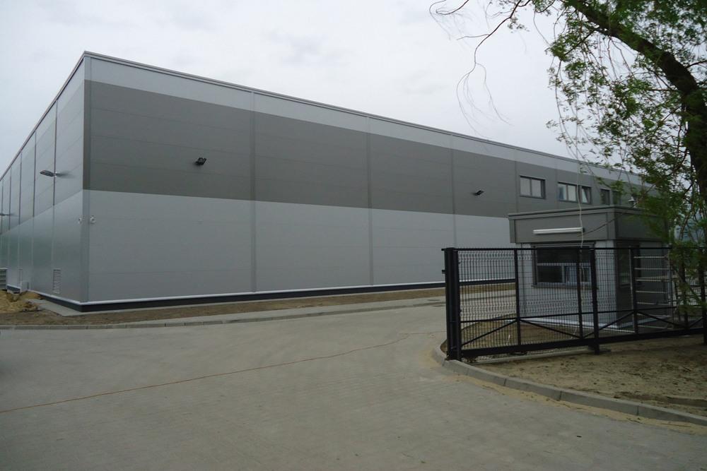 brama wjazdowa - hala produkcyjna z częścią biurową, dla Arsanit, Konin, woj. wielkopolskie