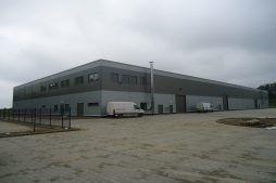 widok ogólny 3 - hala produkcyjna z częścią biurową, dla Arsanit, Konin, woj. wielkopolskie