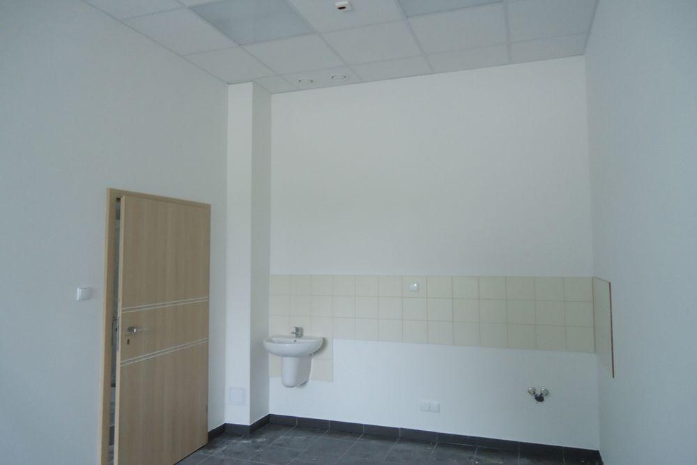 pomieszczenie socjalne - hala produkcyjna z częścią biurową, dla Arsanit, Konin, woj. wielkopolskie