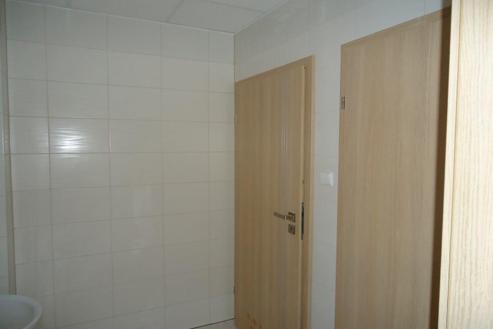 sanitariaty 2 - hala produkcyjna z częścią biurową, dla Arsanit, Konin, woj. wielkopolskie