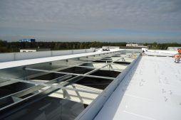 otwór na świetlik dachowy - hala produkcyjna z częścią socjalną, dla Marva International, Poznań, woj. wielkopolskie