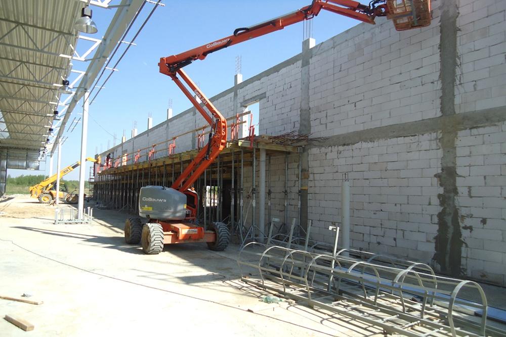 wznoszenie budynku biurowego - hala produkcyjna z budynkiem biurowym, dla Uniservice, Skarbimierz