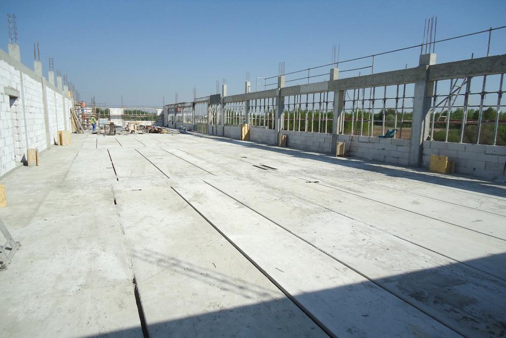 strop z płyt żelbetowych - hala produkcyjna z budynkiem biurowym, dla Uniservice, Skarbimierz, woj. Opolskie