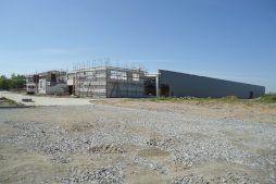 widok ogólny na budowę 1 - hala produkcyjna z budynkiem biurowym, dla Uniservice, Skarbimierz, woj. Opolskie