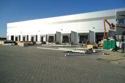 stacje dokujące w trakcie budowy - sortownia owoców z częścią biurową, dla Europejskie Centrum Owocowe, Rębowola