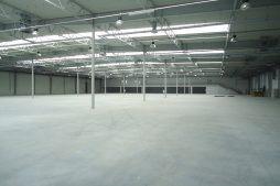 wnętrze hali 4 - hala produkcyjna z budynkiem biurowym, dla Uniservice, Skarbimierz, woj. Opolskie