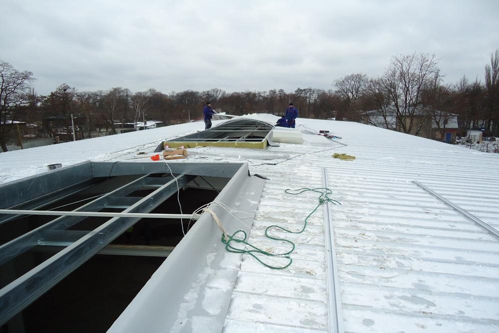 montaż świetlików dachowych - hala produkcyjna z częścią socjalno-biurową, dla Danmar, Łódź, woj. łódzkie