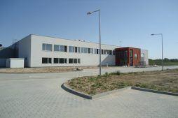 widok ogólny 4 - hala produkcyjna z budynkiem biurowym, dla Uniservice, Skarbimierz, woj. opolskie