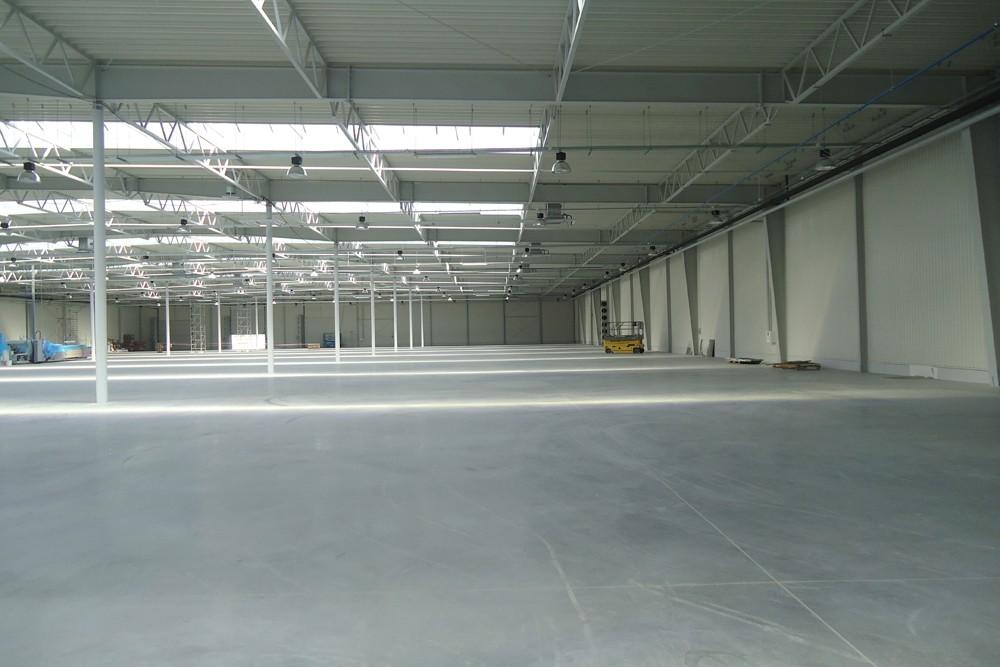 wnętrze hali 5 - hala produkcyjna z budynkiem biurowym, dla Uniservice, Skarbimierz, woj. Opolskie