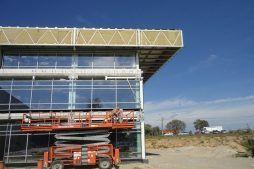 montowanie paneli elewacyjnych - hala magazynowa z budynkiem biurowym, dla Koesters & Meyer, Malanów