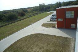 plac przed halą 1 - hala produkcyjna z budynkiem biurowym, dla Uniservice, Skarbimierz, woj. Opolskie