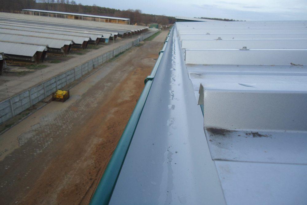 fragment dachu z blachy trapezowej - hala magazynowa, dla Inwestora zagranicznego, Radachów