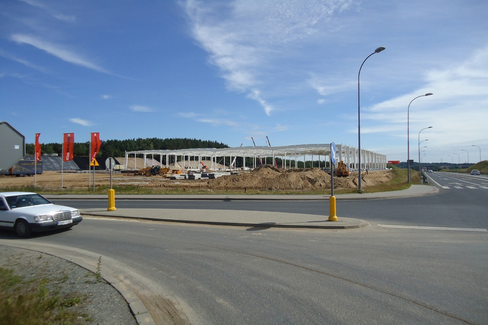 konstrukcja stalowa widziana z oddali - hala produkcyjna z budynkiem biurowym, dla Adams, Mrągowo
