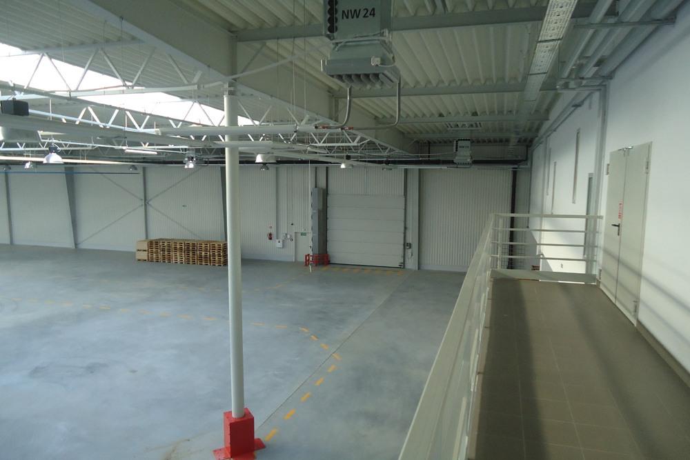 wnętrze - hala produkcyjna z budynkiem biurowym, dla Uniservice, Skarbimierz, woj. Opolskie