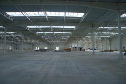 widok ogólny wnętrza - hala produkcyjna z budynkiem biurowym, dla Adams, Mrągowo, woj. warmińsko-mazurskie