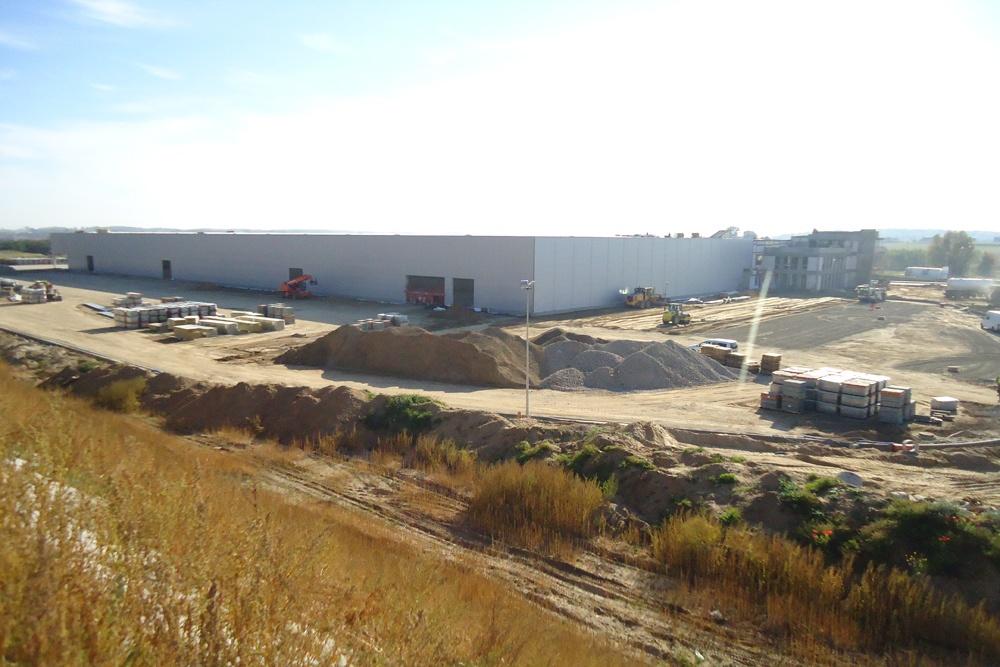 obiekt w trakcie budowy - hala produkcyjna z budynkiem biurowym, dla Adams, Mrągowo, woj. warmińsko-mazurskie