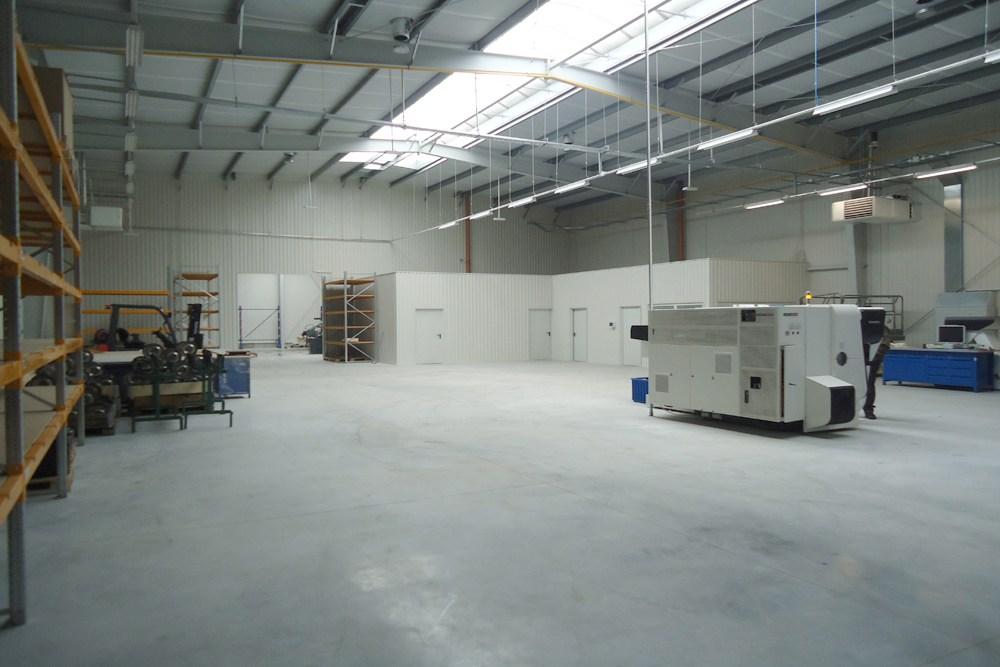 wnętrze hali - hala produkcyjna z częścią socjalno-biurową, dla Danmar, Łódź, woj. łódzkie