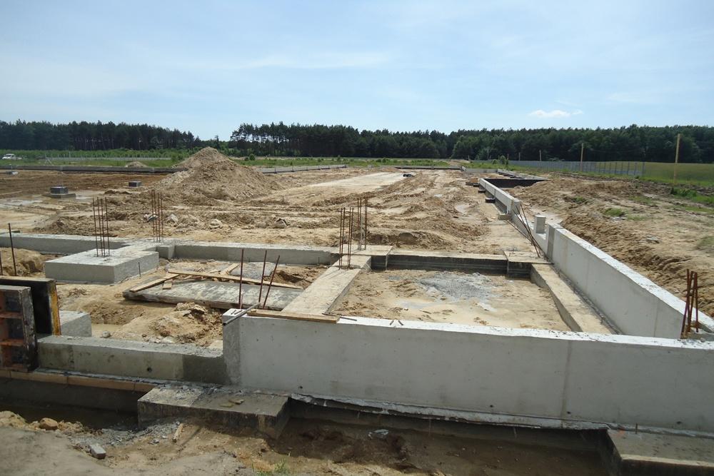 prace fundamentowe - hala produkcyjna z częścią biurową, dla Dinopol, Ostró Wlkp., woj. wielkopolskie