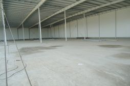 wnętrze obiektu - hala produkcyjna z częścią biurową, dla Dinopol, Ostró Wlkp., woj. wielkopolskie