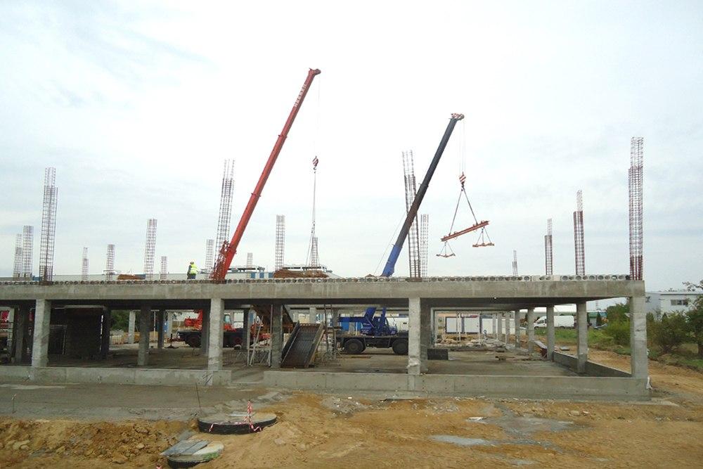 montaż elementów konstrukcyjnych - hala handlowa, dla Koopman International, Komorniki, woj. wielkopolskie