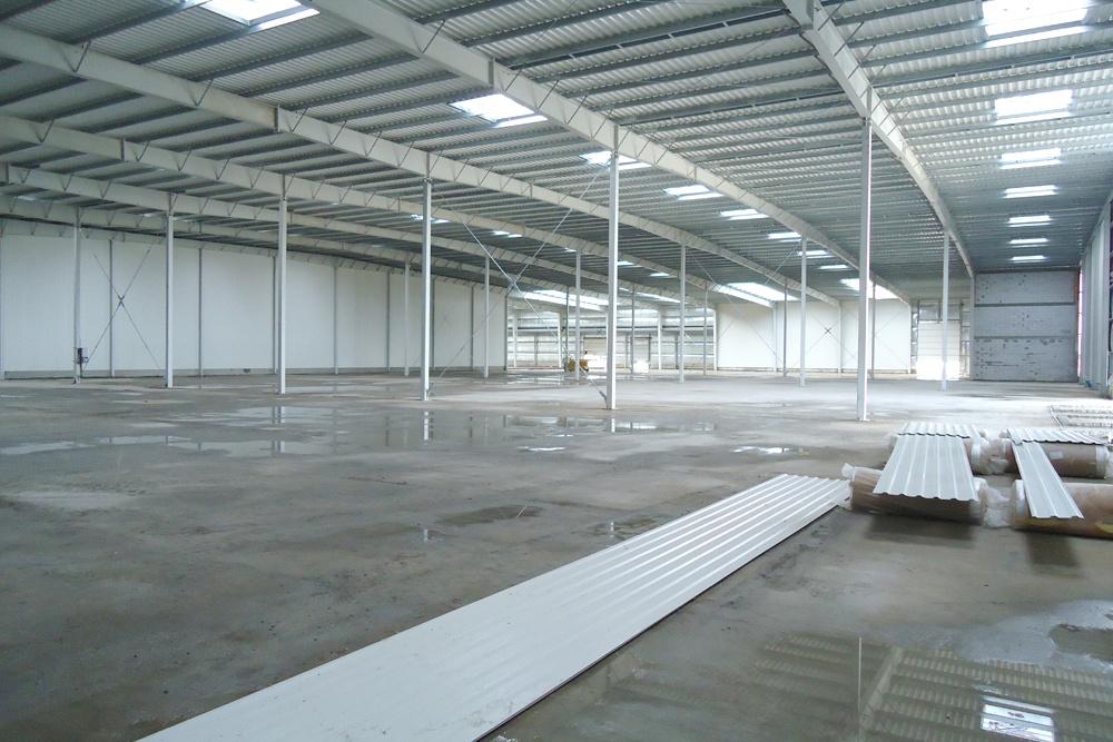 wnętrze obiektu 1 - hala produkcyjna z częścią biurową, dla Dinopol, Ostró Wlkp., woj. wielkopolskie
