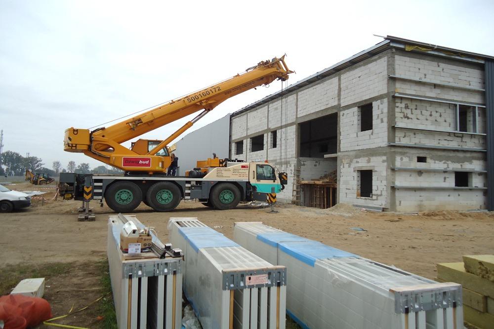 obiekt w trakcie budowy - hala produkcyjna z częścią biurową, dla Dinopol, Ostró Wlkp., woj. Wielkopolskie
