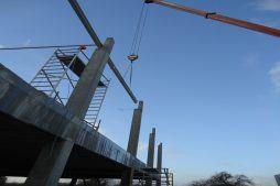 montaż stalowych elementów konstrukcyjnych - hala handlowa, dla Koopman International, Komorniki