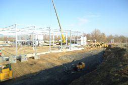 wznoszenie elementów konstrukcji - hala magazynowa z budynkiem biurowym, dla Hurtap SA, Głogów