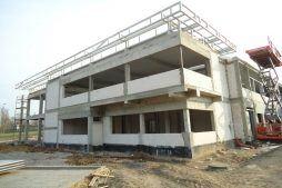 budynek biurowy w trakcie budowy - hala magazynowa z budynkiem biurowym, dla Hurtap SA, Głogów