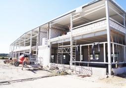 widok ogólny budynku w trakcie budowy - hala produkcyjno-magazynowa, dla Addit, Węgrów, woj. mazowieckie
