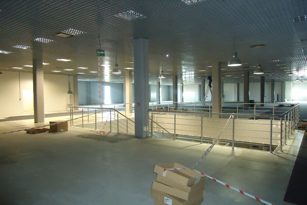 prace wykończeniowe w pomieszczeniu handlowym 1 - hala handlowa, dla Koopman International, Komorniki