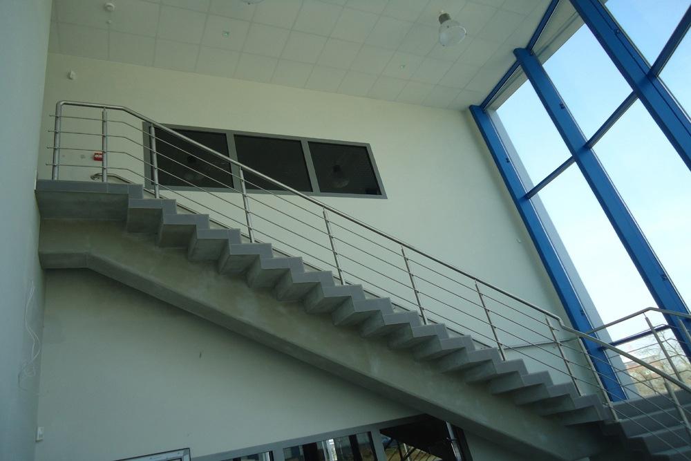 prace wykończeniowe schodów - hala handlowa, dla Koopman International, Komorniki