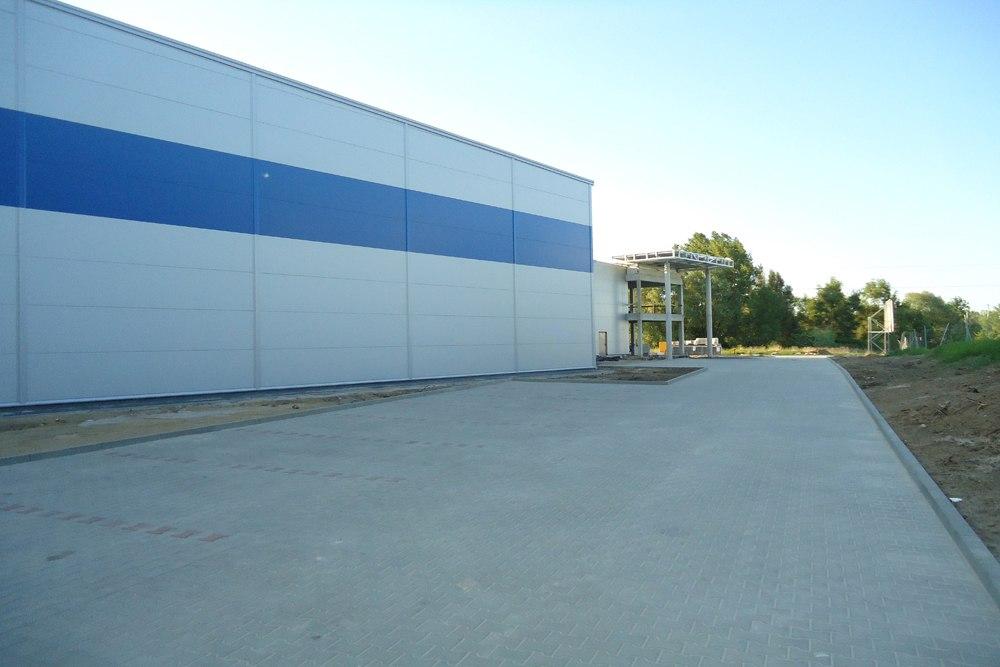 ściana boczna budynku - hala magazynowa z budynkiem biurowym, dla Hurtap SA, Głogów, woj. dolnośląskie