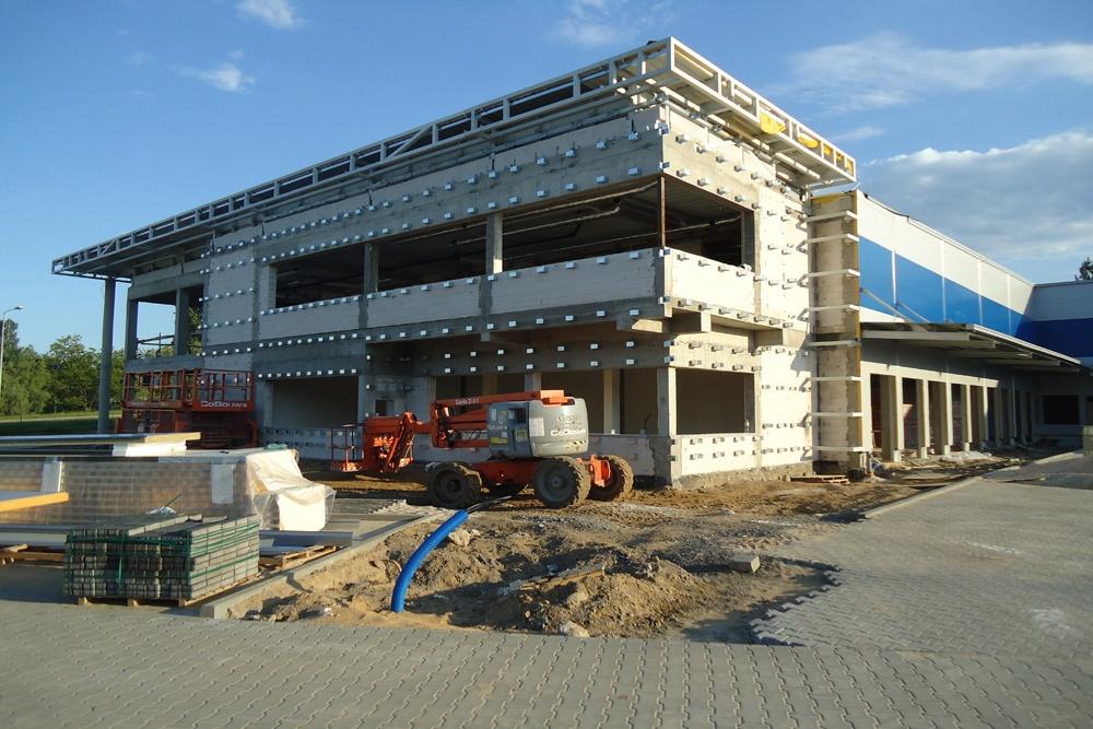 przygotowanie do montażu paneli elewacyjnych - hala magazynowa z budynkiem biurowym, dla Hurtap SA, Głogów