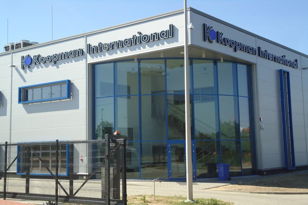 front budynku - hala handlowa, dla Koopman International, Komorniki, woj. wielkopolskie