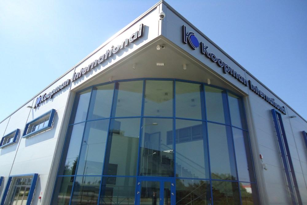 ukończony podcień - hala handlowa, dla Koopman International, Komorniki, woj. wielkopolskie