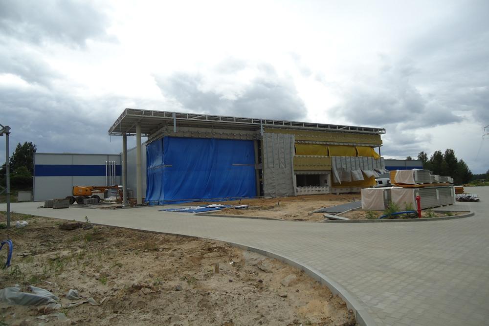 budynek biurowy w trakcie budowy 1 - hala magazynowa z budynkiem biurowym, dla Hurtap SA, Głogów