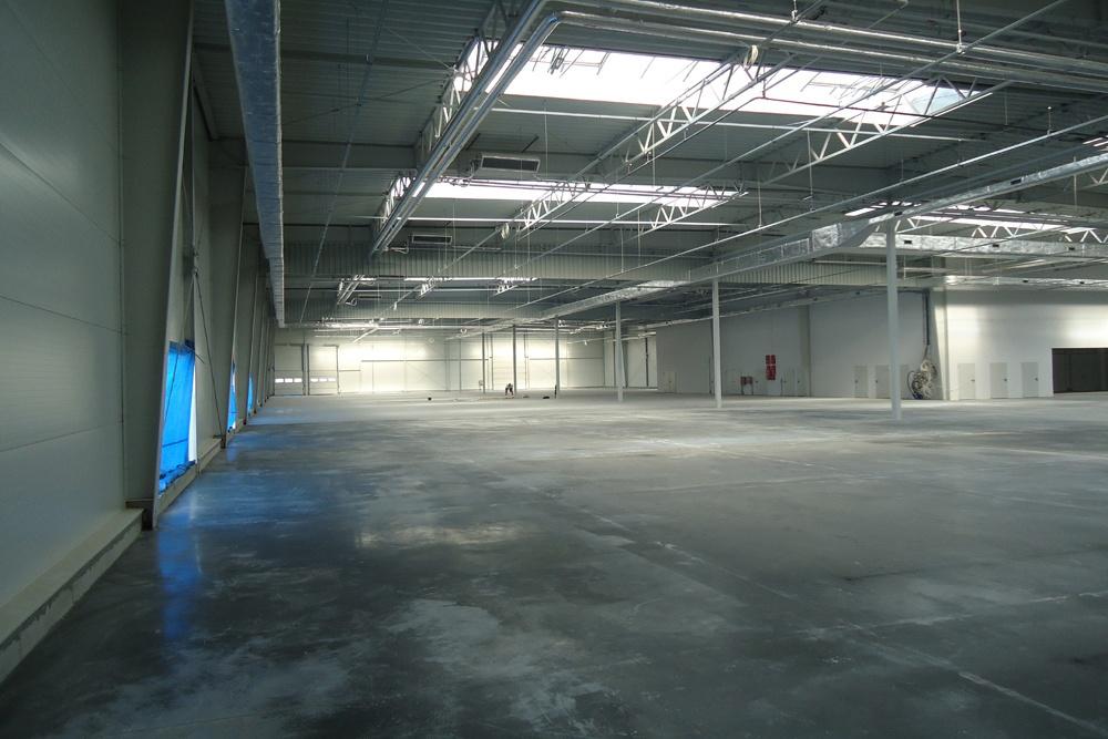 widok ogólny wnętrza obiektu - hala magazynowa z budynkiem biurowym, dla Hurtap SA, Głogów, woj. dolnośląskie