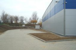 zbliżenie na ściane tylną - hala magazynowa z budynkiem biurowym, dla Hurtap SA, Głogów, woj. dolnośląskie