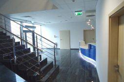 hol wejściowy - hala magazynowa z budynkiem biurowym, dla Hurtap SA, Głogów, woj. dolnośląskie