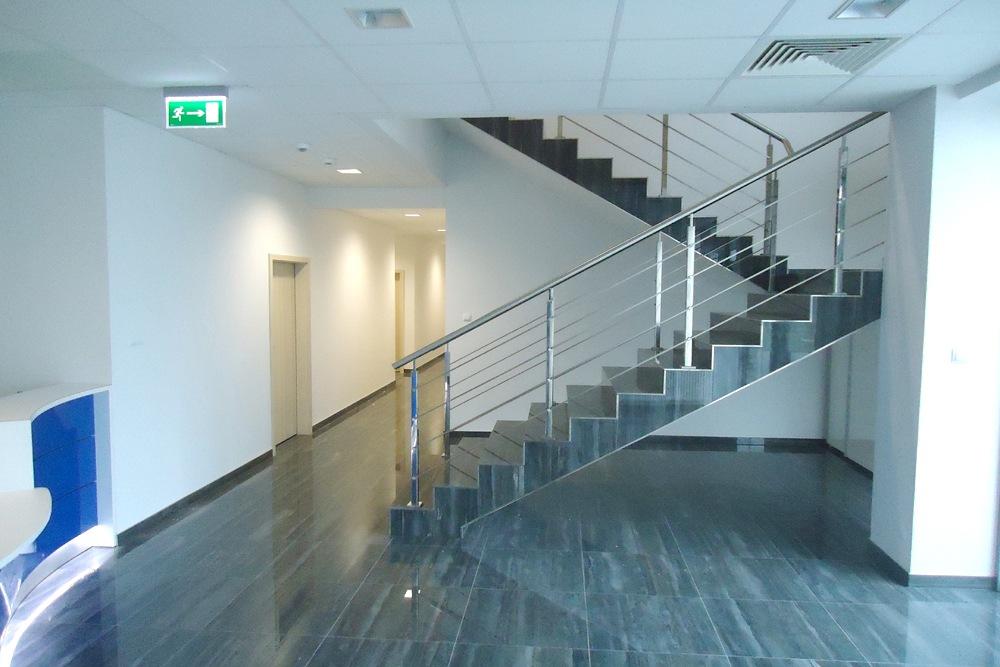 hol wejściowy 1 - hala magazynowa z budynkiem biurowym, dla Hurtap SA, Głogów, woj. dolnośląskie