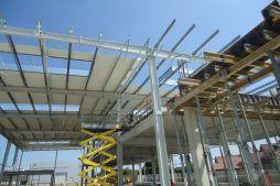 montaż poszycia dachu z blachy trapezowej - hala magazynowa, dla firmy JB, Wieluń, woj. łódzkie